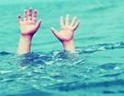 Bé trai 6 tuổi chết đuối dưới hồ bơi