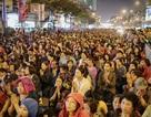 Choáng ngợp cảnh hàng nghìn người ngồi kín lòng đường làm lễ cầu an ở Hà Nội