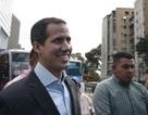 """""""Tổng thống tự phong"""" Venezuela tính vượt biên đưa hàng viện trợ về nước"""