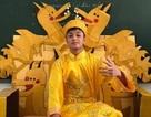 """Mặc """"long bào"""", ngồi """"ngai vàng"""" nam sinh Quảng Bình được quan tâm đặc biệt"""