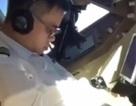 Phi công ngủ gật khi đang... lái máy bay chở khách