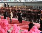 Ông Kim Jong-un duyệt đội danh dự trước khi lên tàu tới Việt Nam