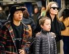 Angelina Jolie đưa Pax Thiên đi dạo phố