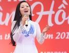 Ca sĩ Thuỳ Dung đầy nhiệt huyết trong Lễ hội Xuân Hồng 2019