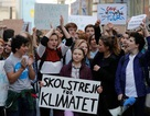 """Nữ sinh """"ép"""" EU chi hàng trăm tỉ USD cứu trái đất"""