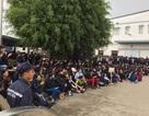 Hàng ngàn công nhân tập trung trước nhà máy phản đối bị cắt giảm phụ cấp