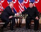 Chi tiết cuộc trò chuyện đầu tiên của Tổng thống Trump và Chủ tịch Kim tại Hà Nội