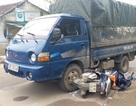 Xe tải chở gỗ bỏ chạy đâm chiến sĩ công an bị thương