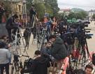 """Hàng nghìn phóng viên và cuộc """"chạy đua săn tin"""" chưa từng có ở Hà Nội"""
