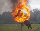 Mãn nhãn màn bay qua lửa, búa tạ đập trên người lính trinh sát