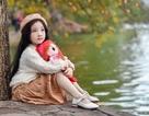 """Gặp lại """"em bé Hà Nội"""" xinh như búp bê trên phố mùa thay lá"""