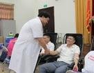 Bác sĩ hiến gần 800 đơn vị máu cho điều trị