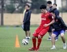 Đình Trọng trở lại, Quang Hải phải tập riêng ở U23 Việt Nam
