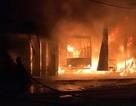 Xưởng ôtô bốc cháy trong đêm, 6 người may mắn chạy thoát thân