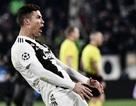 C.Ronaldo ăn mừng đầy ngạo nghễ, chọc tức HLV Simeone