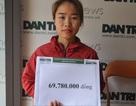 Mẹ bé Yến Nhi nhận gần 70 triệu đồng của bạn đọc Dân trí hỗ trợ