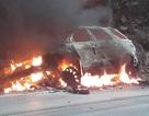Xe Ford Explorer bốc cháy ngùn ngụt sau va chạm