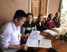 Cả trăm giáo viên cầu cứu mong được trả tiền trợ cấp thâm niên tại Nghệ An