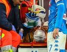 Cựu cầu thủ Arsenal ngất xỉu trên sân, nhập viện trong vô thức