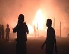 Cháy lớn xuyên đêm, hàng chục người ôm tài sản tháo chạy
