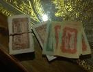 Gần 140 tờ tiền cổ vẫn còn mới cứng nằm trong rương gỗ