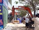 Đà Nẵng: Ra quân đập bỏ các ki-ốt dựng trái phép để rao bán đất