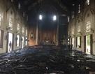 Hàng trăm người dập đám cháy lớn cứu nhà thờ