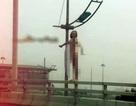 Cô gái ngoại quốc lõa thể, rơi từ cầu vượt gần sân bay Nội Bài xuống đường