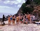 Tưởng mua được tour giá rẻ, nhóm khách Tây bị lừa tới đảo hoang toàn rắn