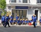 """Phú Yên: Hàng chục công nhân """"vây"""" Ban quản lý dự án đòi tiền công"""