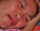 Mẹ nằm liệt giường khóc nghẹn thương con bị ung thư hạch không tiền đi viện