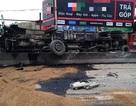 Xe bồn lật nghiêng, hàng nghìn lít xăng tràn ra đường