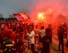 CĐV đốt pháo sáng cổ vũ trước trận U23 Việt Nam - U23 Thái Lan