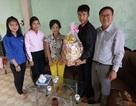 Thầy cô góp gạo giúp cho học sinh nghèo đến trường