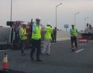Xế hộp lật trên cao tốc, tài xế văng khỏi xe, thiệt mạng