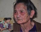 Xót xa cảnh con tàn tật lết từng bước chăm mẹ đau ốm nằm liệt giường
