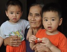 Cuộc sống khốn khổ trong đói rách của hai đứa trẻ không cha, mẹ bị tâm thần