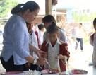 Cô giáo vùng cao xin cơm, xây nhà bán trú cho học trò nghèo