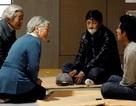 """Những lần """"đi ngược"""" chuẩn mực truyền thống của Nhật Hoàng Akihito"""