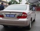 Xe ô tô chở lãnh đạo tỉnh đeo 2 biển số xanh?
