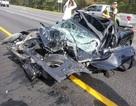 Ô tô bị vò nát sau tai nạn kinh hoàng, tài xế sống sót như một phép màu