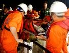Cấp cứu thuyền trưởng tàu cá Quảng Nam bị thương, bất tỉnh