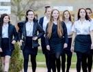 Anh: Nữ sinh trung học sẽ được phát sản phẩm vệ sinh miễn phí
