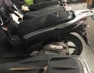 Hà Nội: Hàng loạt xe máy trong khu chung cư bị rạch nát yên