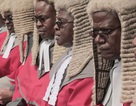 """Dân Zimbabwe """"ném đá"""" vì chính phủ chi trăm ngàn USD mua tóc giả cho thẩm phán"""