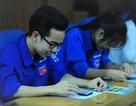 Bạn trẻ trải nghiệm thi kiến thức về biển đảo trên ứng dụng điện thoại