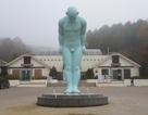 """Huế """"loay hoay"""" tìm chỗ đặt bức tượng """"Người đàn ông cúi đầu"""""""