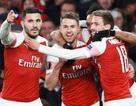 Arsenal vượt qua Napoli, Chelsea thắng nhọc ở tứ kết Europa League