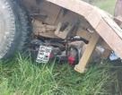 Ô tô tuột dốc đè xe máy điện, 2 người tử vong