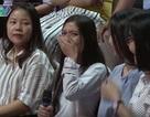 Em gái bật khóc trên sóng truyền hình khi thấy chị lần đầu hẹn hò